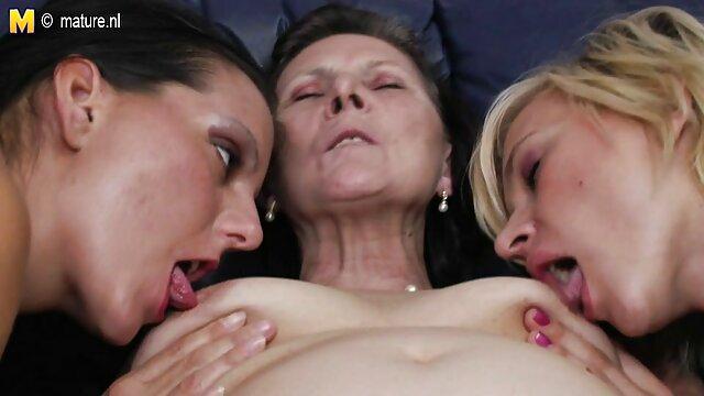 温泉を大幅masturbatesヴィンテージナイロンガードルとラバ 女性 でも 安心 エロ 動画